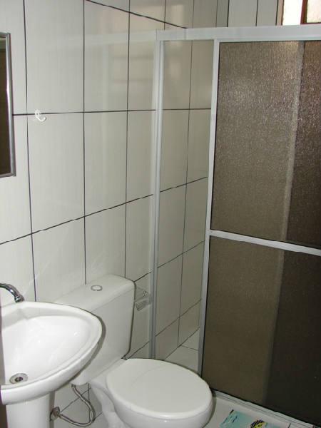 Suíte 1 banheiro.jpg